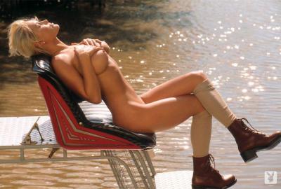 221915072_suzanne_stokes_nude__sexy_139_nude_photos_7.jpg