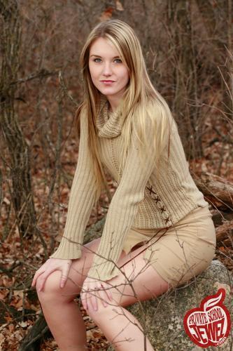 Privateschooljewel  043. Golden autumn sweater