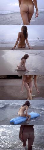 [Art] Karina - Nude Beach
